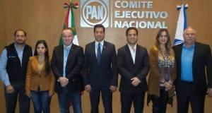 El CEN del PAN difundió esta fotografía tras la designación de Francisco García Cabeza de Vaca como su candidato a Gobernador.