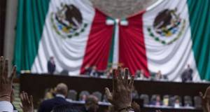 Autorizan licencia a los diputados Baltazar Hinojosa Ochoa y Miguel Ángel Yunes Linares para candidaturas en Tamaulipas y Veracruz.