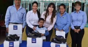 """La alcaldesa y la presidenta del Sistema DIF, beneficiaron a los alumnos del Jardín de niños """"Amanda Pineda""""."""