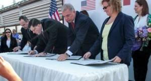 El Mayor de Hidalgo, Texas, Martín Cepeda y el Alcalde Pepe Elías Leal, junto a los cónsules de Estados Unidos y México, protocolizaron la Firma del Acuerdo de Hermanamiento entre ambas ciudades.
