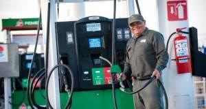 La Profeco reforzará la vigilancia en las gasolineras para evitar que a los usuarios les surtan menos litros.