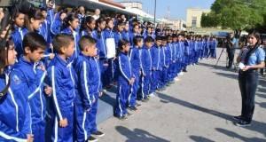 La alcaldesa Lety Salazar, entregó pants a los 221 niños y jóvenes deportistas de  Matamoros.