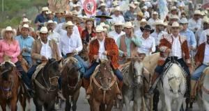 Baltazar Hinojosa hizo un recorrido a caballo por más de ocho kilómetros.