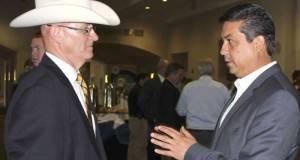 Francisco García Cabeza de Vaca con Larry Phillips representante del comité de Seguridad Nacional en el Estado de Texas.