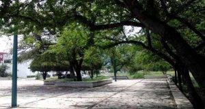 HABITANTES de las colonias Guadalupe Mainero y Horacio Terán, denuncian descuido de plaza pública.