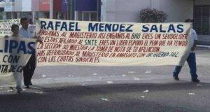 Los 'infiltrados'… el Sindicato Independiente de Maestros se dejó caer contra Méndez Salas.
