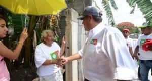 Oscar Almaraz intensifica sus jornadas en busca del voto de los victorenses.