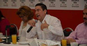 Baltazar Hinojosa ofreció una muy concurrida conferencia de prensa.