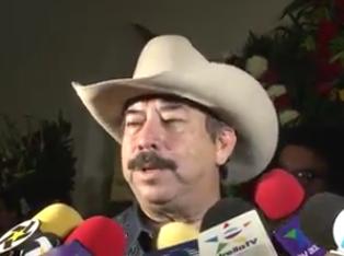 Mario Mireles, animador y manager de los Cadetes de Linares.