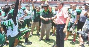 TOROS llegó a las diagonales en una sola ocasión. ZORROS, es bicampeón del fútbol americano Juvenil AA. LA OFENSIVA de los Zorros mostró su astucia para llevarse la victoria.