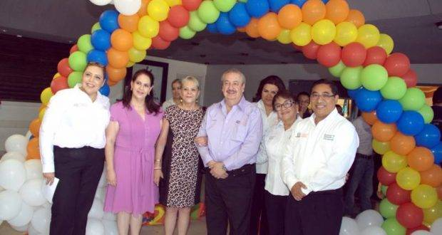 El Rector Enrique Etienne dio la bienvenida a los niños, adolescentes y jovencitos que son parte de la UAT.