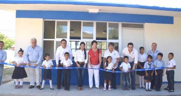 """Lety Salazar, inauguró la construcción de un comedor y un aula en la escuela """"José Urbina López""""."""