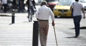 El trato y cuidados de los familiares al paciente con Alzheimer es de suma importancia, se requiere de una estimulación diaria.