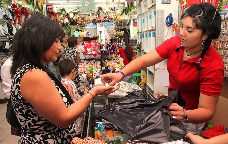 En octubre de 2016, los ingresos por suministro de bienes y servicios en las empresas comerciales al por menor crecieron 10 por ciento.