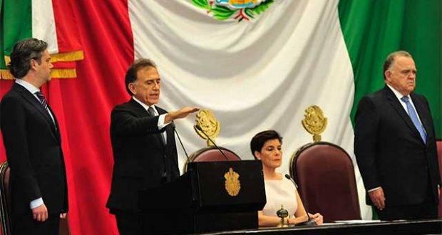 Miguel Angel Yunes, ya es gobernador de Veracruz.