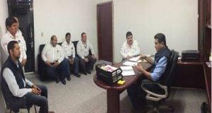 Integrantes de la Canaco de Río Bravo en su visita al gerente de la oficina, Raúl García Vivian.