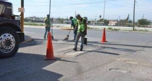 El programa de bacheo, rehabilitación y recuperación de vialidades beneficia a más colonias de Matamoros.
