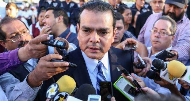 Enrique Rivas, lista la relación de becados.