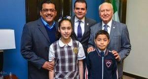 Enrique Rivas recibió a los ganadores del X Parlamento Infantil de las niñas y los niños de México.