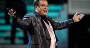 Juan Gabriel recibió emotivo homenaje que le rindió el pueblo de Parácuaro