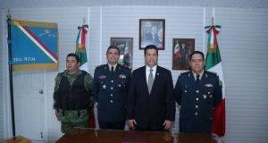 El gobernador Francisco García Cabeza de Vaca en la recepción oficial del 25/o. Regimiento de Caballería Motorizado en Mier.