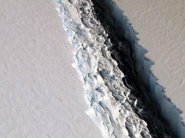 Nuevas imágenes muestran que la grieta en la capa Larsen C creció 18 kilómetros