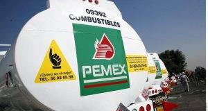 México va a comprar 50 mil barriles diarios de petróleo crudo tipo ligero a Estados Unidos a partir de 2018.