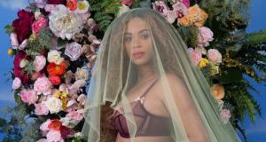 La polémica imagen de Beyonce mostrando la barriga mientras posa en ropa interior.