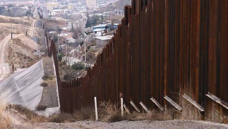 El muro fronterizo de Donald Trump podría pagarse con un impuesto a las remesas.