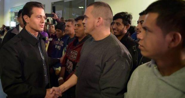 El presidente Enrique Peña Nieto, recibió a 135 mexicanos que fueron deportados de Estados Unidos.