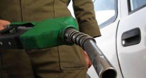 LEÓN, GUANAJUATO, 01ENERO2015. La gasolina comercializada en México es 4.34 pesos más cara que la de Estados Unidos ya que de acuerdo a lo establecido en las leyes secundarias de la reforma energética, se incrementó el precio de la gasolina este 2015, quedando la gasolina Magna en 13.70 y la Premiun en 14.11. La gasolina sube pese a que el petróleo baja. FOTO: GERARDO M. GARCÍA /CUARTOSCURO.COM