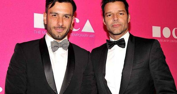 LOS ANGELES, CA - APRIL 29: Artist Jwan Yosef (L) and singer Ricky Martin at the MOCA Gala 2017 honoring Jeff Koons at The Geffen Contemporary at MOCA on April 29, 2017 in Los Angeles, California.  (Photo by John Sciulli/Getty Images for MOCA) *** Local Caption *** Jwan Yosef; Ricky Martin