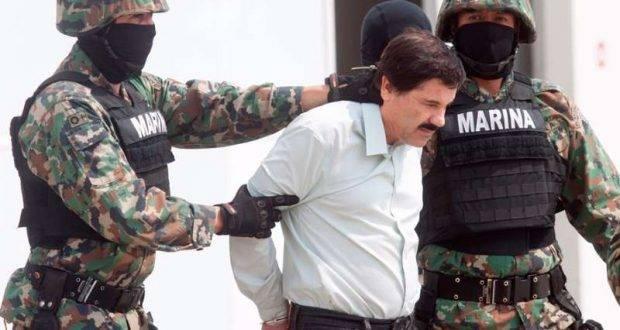 """MÉXICO, D.F., 22FEBRERO2014.- Joaquín """"El Chapo Guzmán"""", líder del cártel de Sinaloa y uno de los delincuentes más buscado por Estados Unidos y México, fue detenido por la Marina Armada de México en Mazatlán, Sinaloa, confirmó en conferencia de prensa el procurador de la República, Jesús Murillo Karam. El presunto delincuente fue presentado en el hangar de Secretaria de Marina en el aeropuerto Internacional de Ciudad de México. FOTO: MOISÉS PABLO /CUARTOSCURO.COM"""